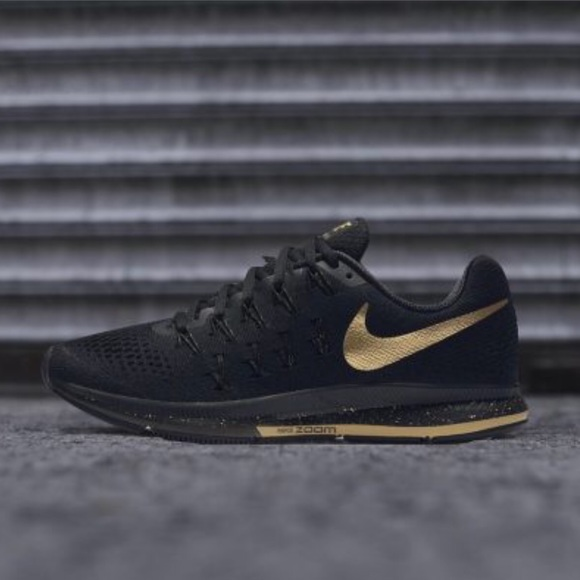premium selection 43425 f1327 Nike black and gold air zoom Pegasus 33 SE. M 5bcc9f9a8ad2f9411dfb0260